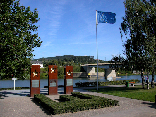 luxemburg schengen stahlskulptur photo fiegel 048